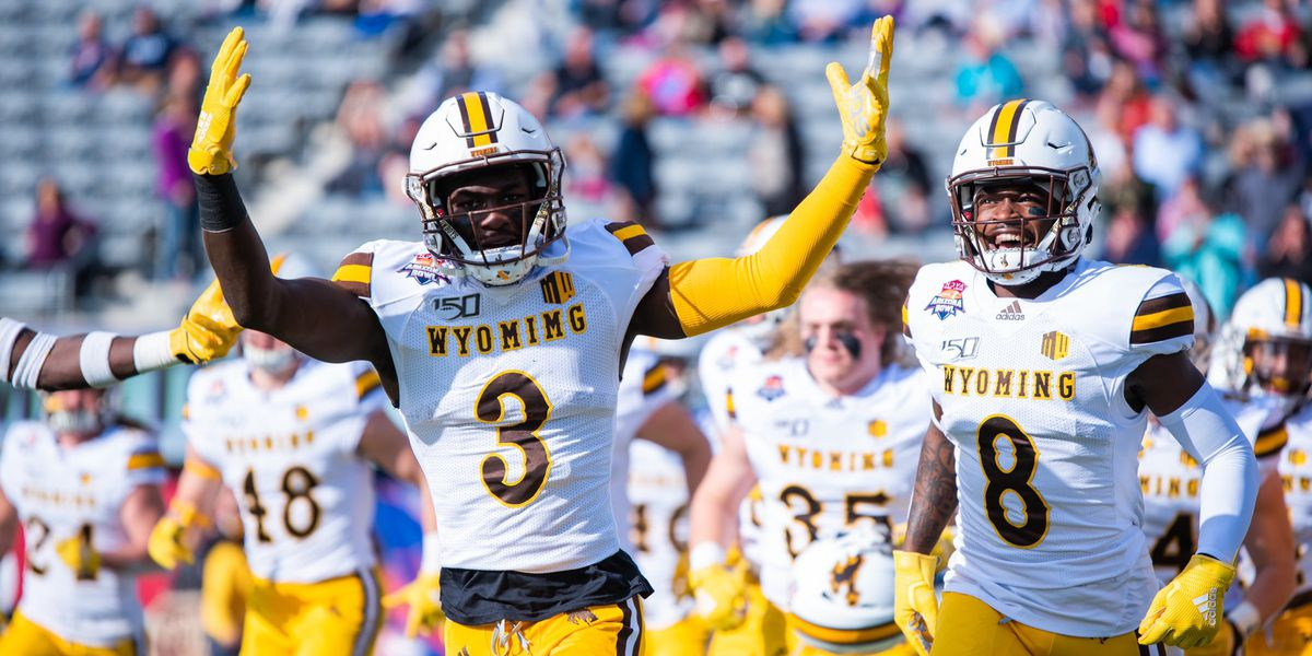Wyoming routs Georgia State in Arizona Bowl