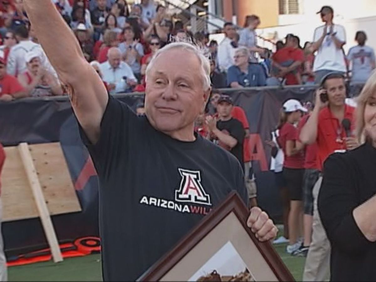 UA to host memorial service for former football coach Dick Tomey
