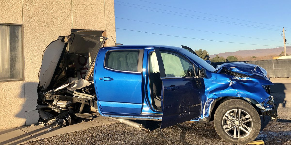 Kingman driver crashes through business, mailboxes after medical episode