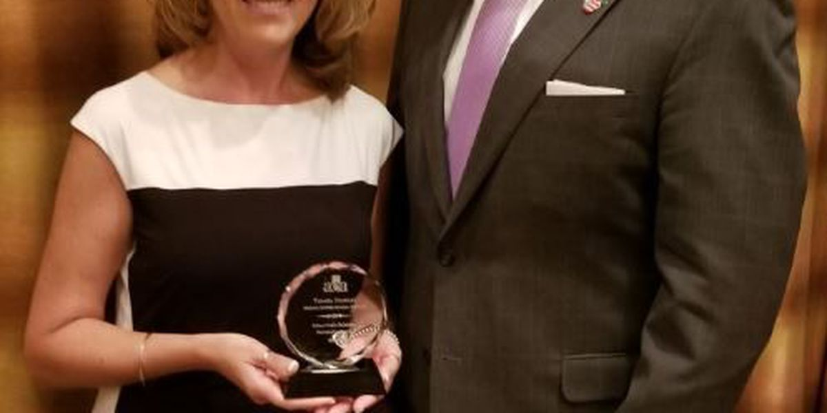 Tamara Crawley receives the AZ Education Association 2017 School Public Relations Partnership Award