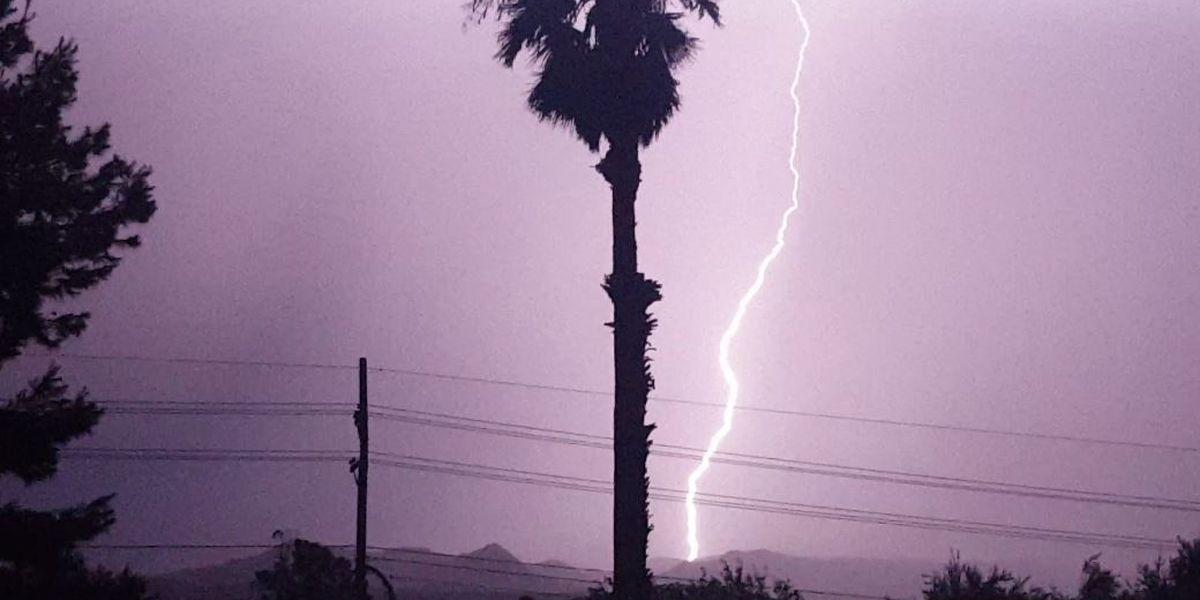Lightning 'lights up' Tucson sky