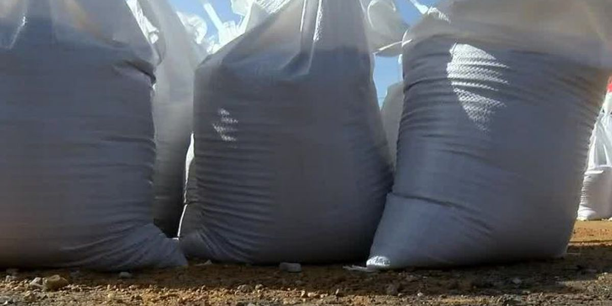 Marana handing out sandbags to residents on Tuesday