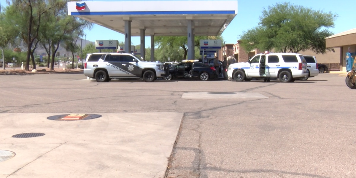 Man resists arrest at Marana convenience store