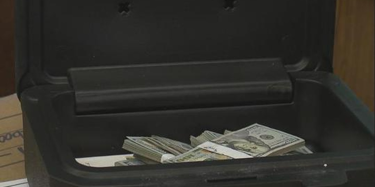 Man returns $43,000 found in couch