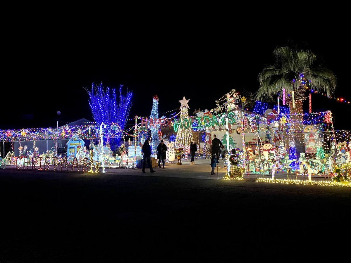 Christmas house in Northwest Tucson brings holiday cheer