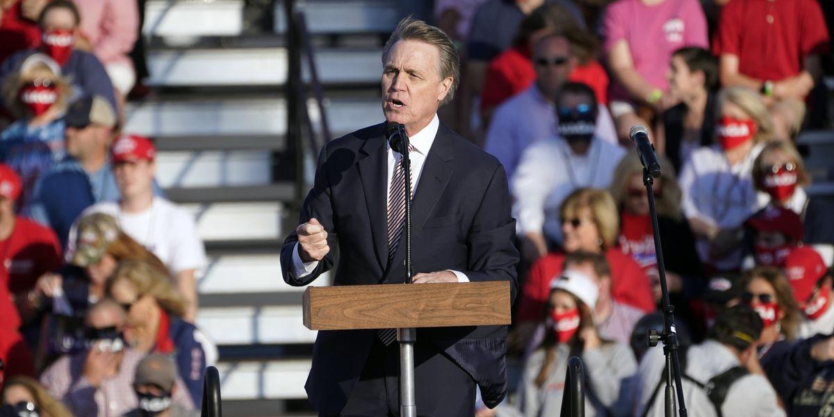 GOP senator mispronounces Kamala Harris' name at Trump rally