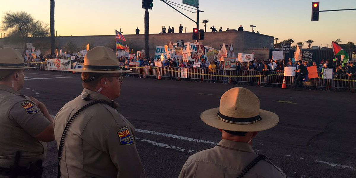 Trump's campaign visit to Phoenix met with crowds of protesters
