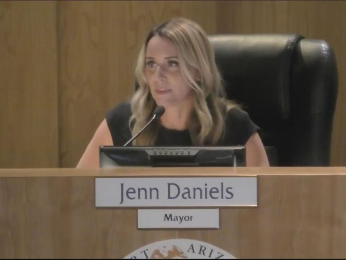Gilbert mayor unexpectedly resigns