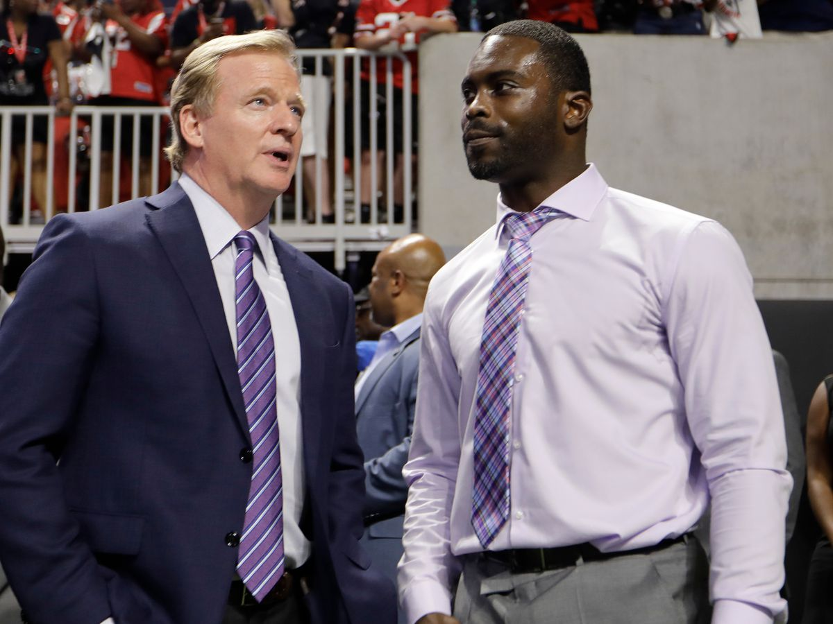 Amid backlash, NFL stands behind Michael Vick as honorary Pro Bowl captain