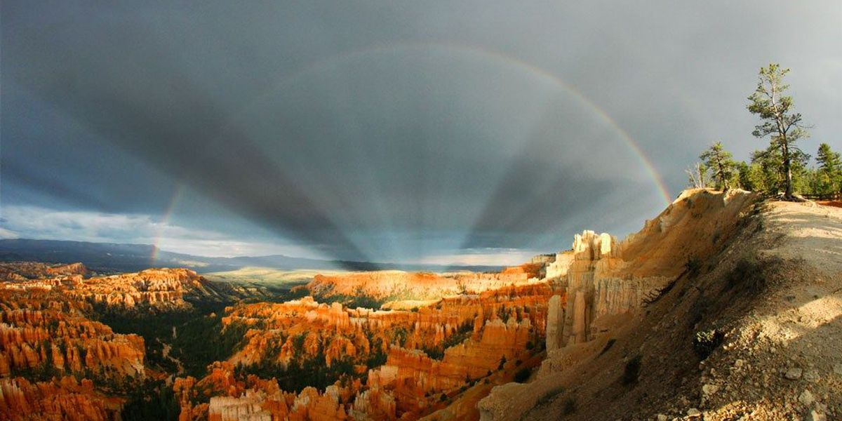 Phenomenal photo: Anti-crepuscular rays, rainbow seen over Bryce Canyon