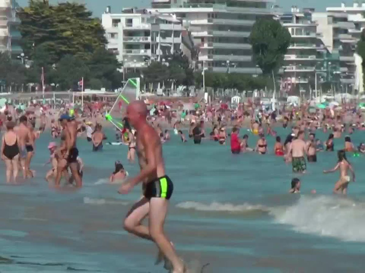 Heatwave hits France, France hits the beach