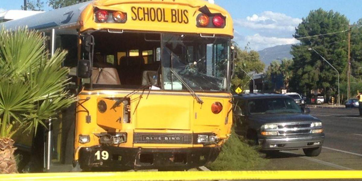 ACTUALIZACIÓN: Autoridades identifican a mujer en accidente con autobús