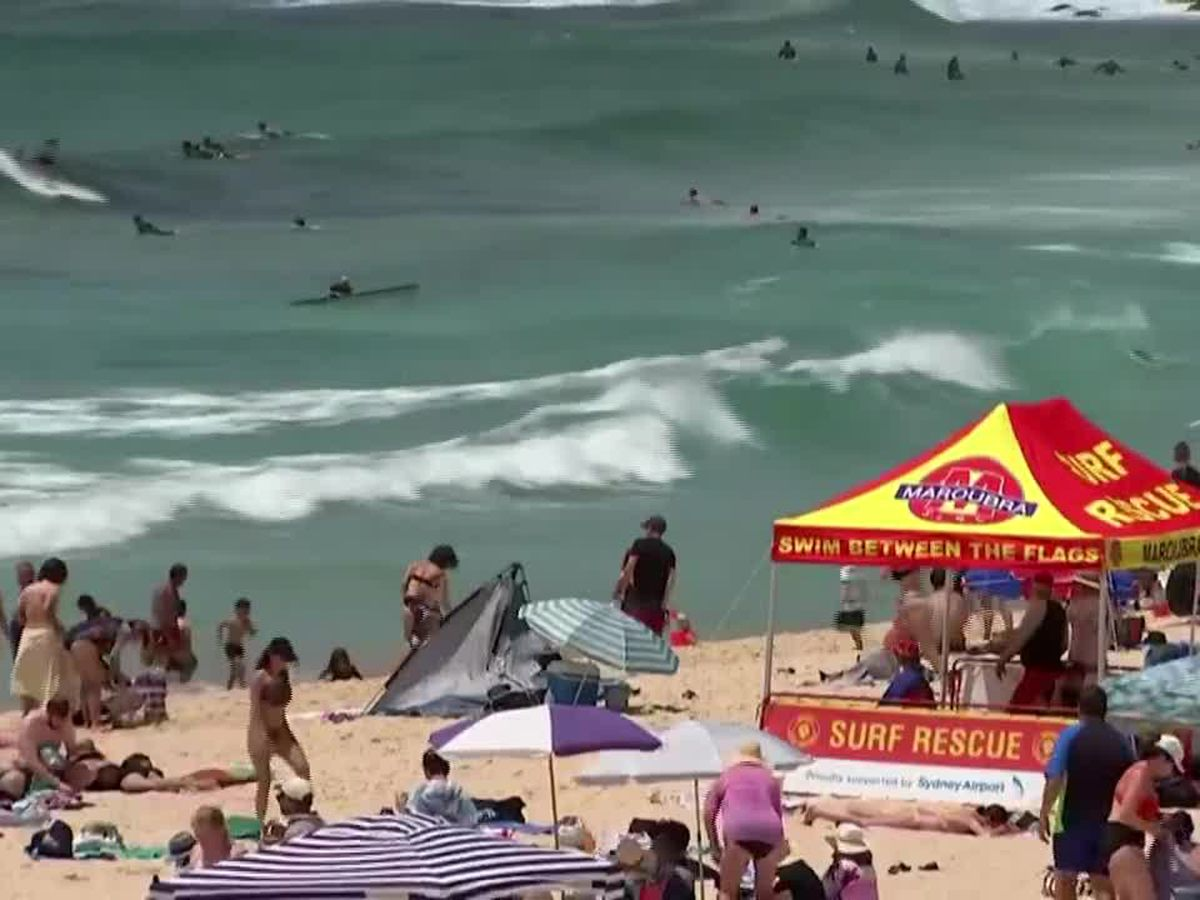 Australians hit the beach amid summer heatwave