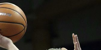 Hristova scores 37, Washington St holds off Arizona 90-88