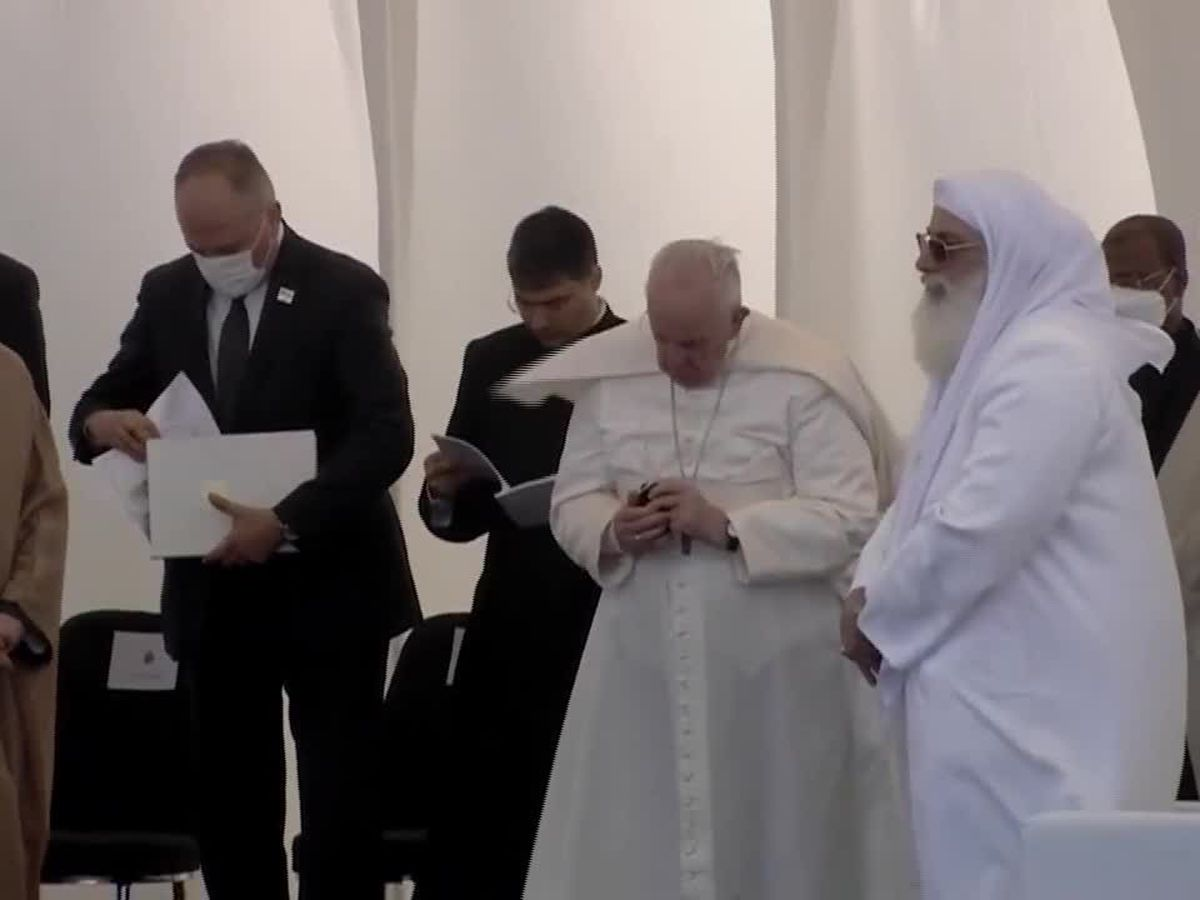 Pope urges Iraqi Muslims and Christians to work together