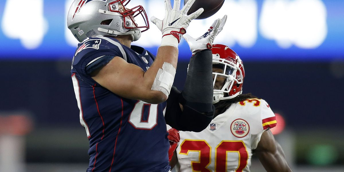 Gronkowski tops AP's list of top NFL tight ends