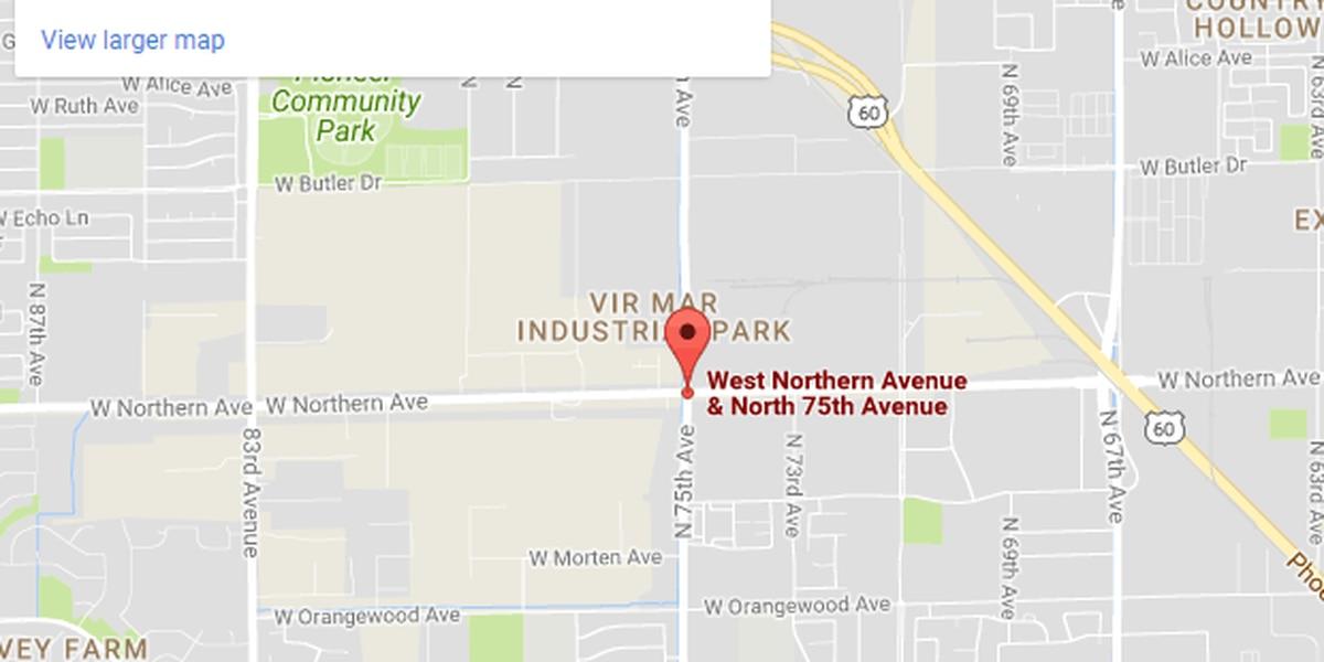 Hombre gravemente herido después de ser atrapado entre camiones de volquete en Peoria