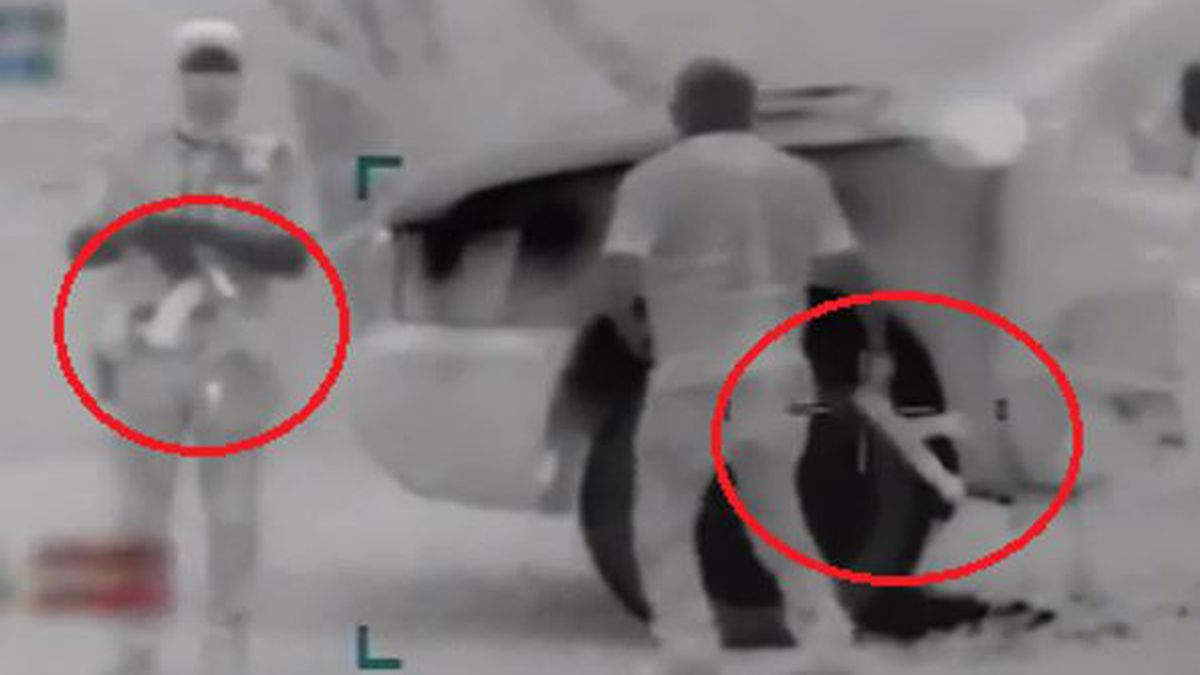 Armed smugglers caught on Border Patrol video
