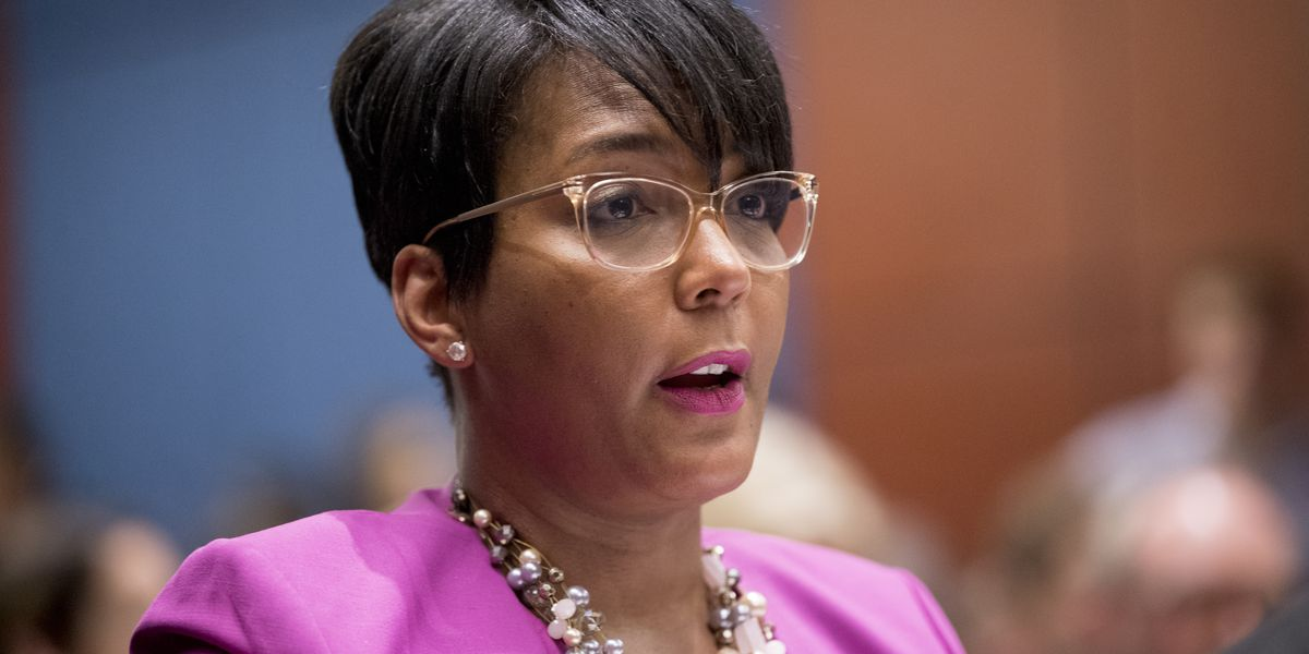 Atlanta mayor defies governor, requires masks in city