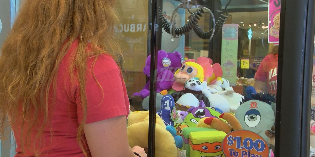Tucson sisters battle 'The Claw' to comfort hospitalized children