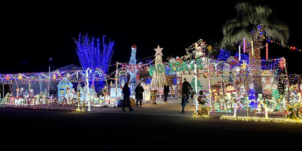 Christmas house Northwest of Tucson brings holiday cheer