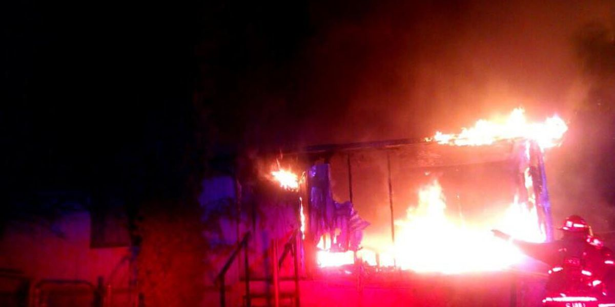 Fire claims boarded-up mobile home on Tucson's south side