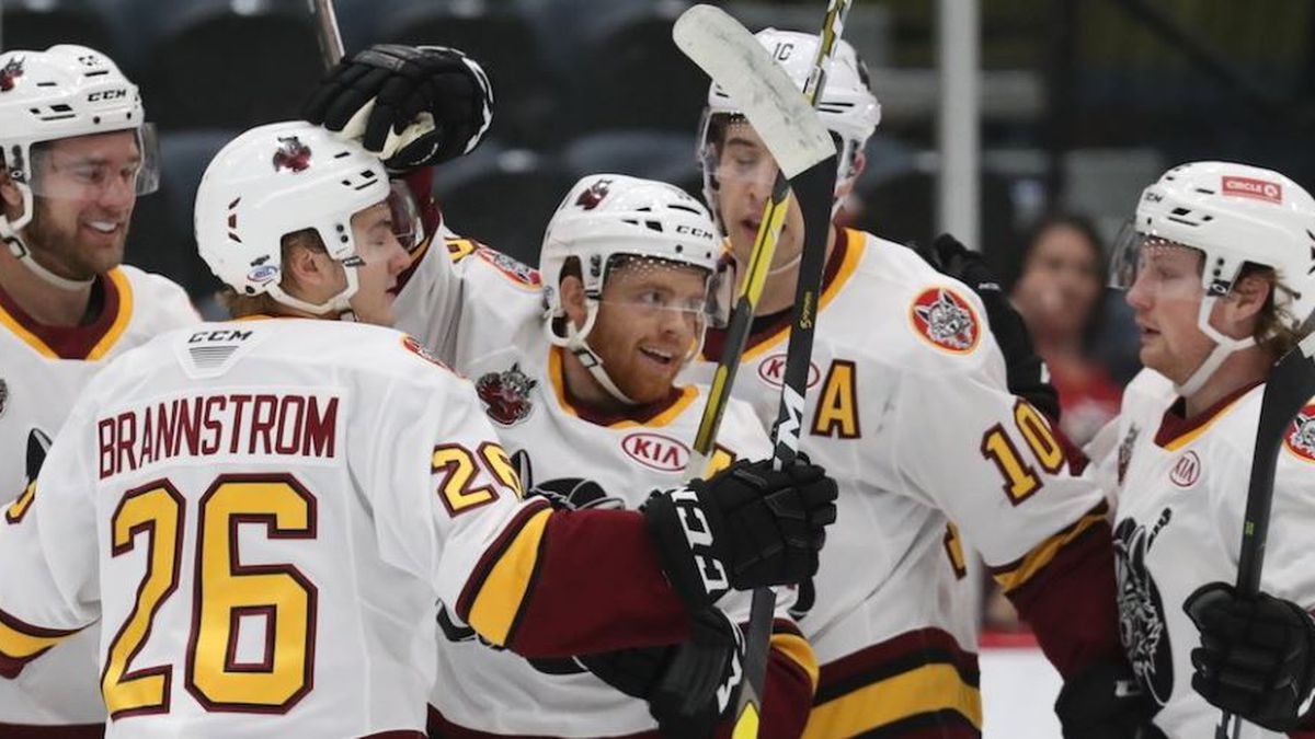 Wolves score four in the 1st and cruise past Roadrunners