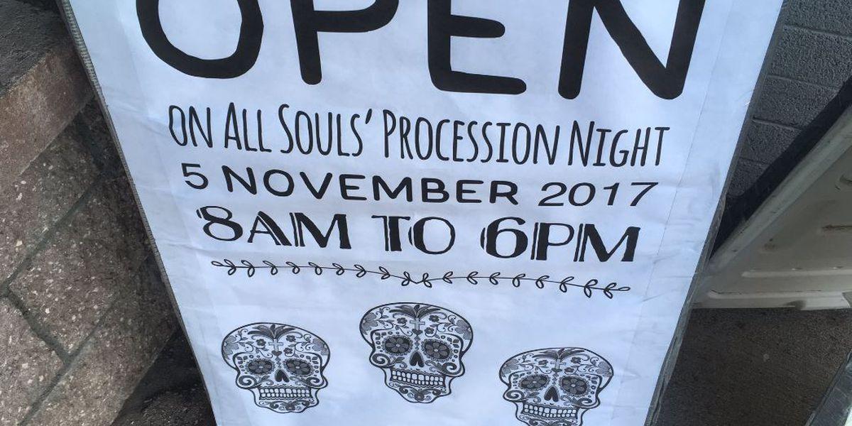 La nueva ruta All Souls Procession significa buenas noticias para los restaurantes cercanos