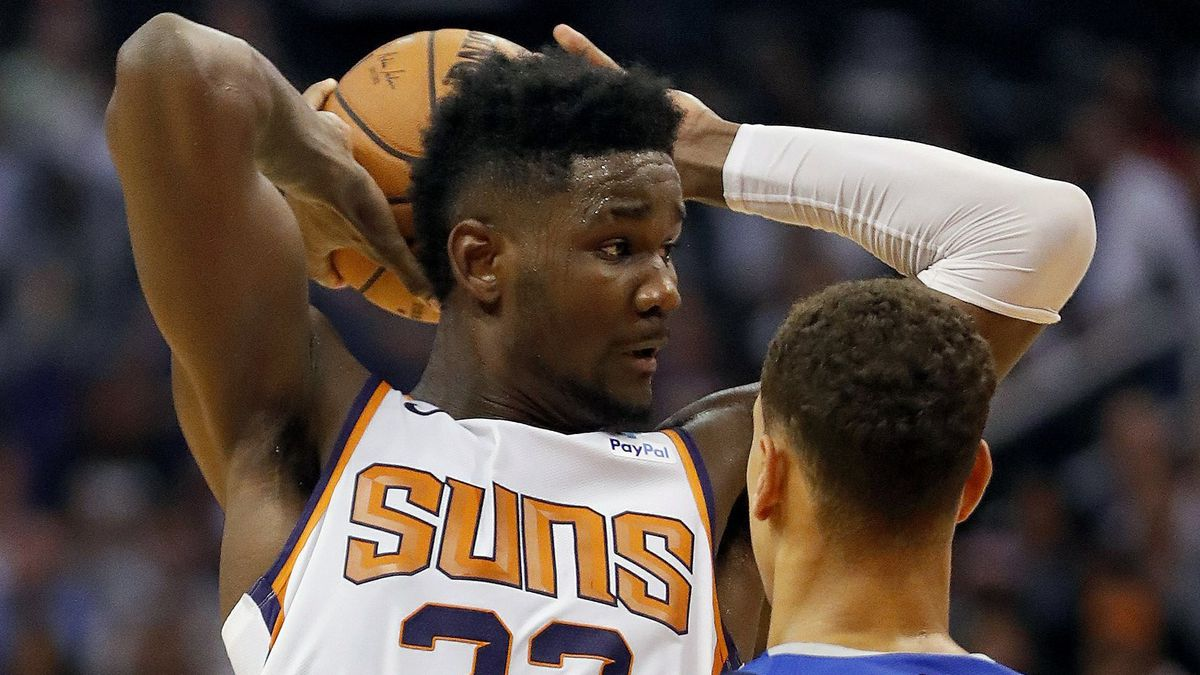 Ayton posts double-double as Suns rout Mavs in season opener