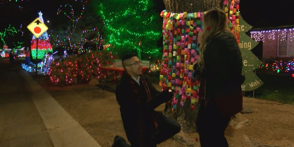 Tucson man proposes to girlfriend at Winterhaven Festival of Lights