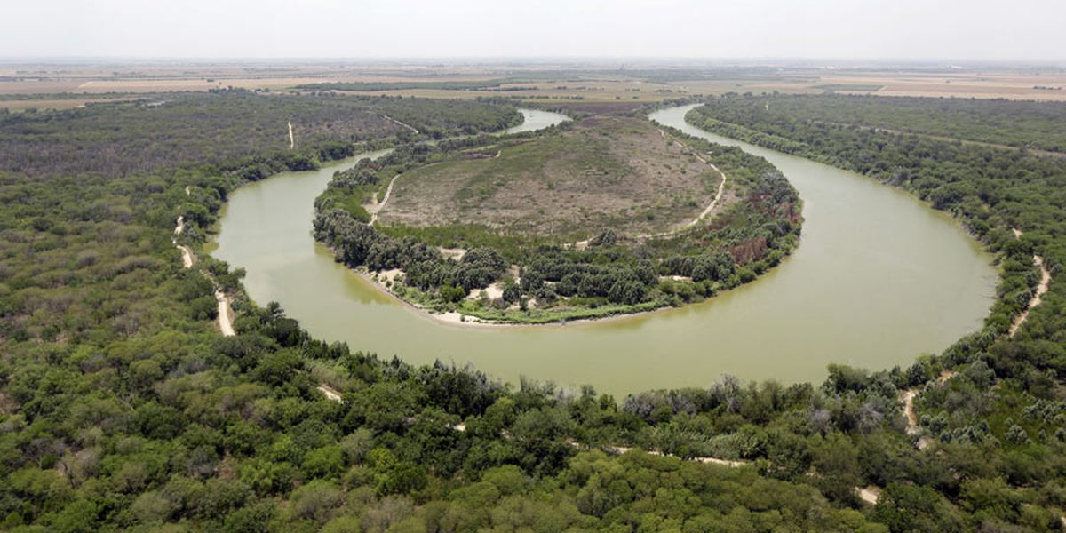 Agency finds private border wall violates Rio Grande treaty