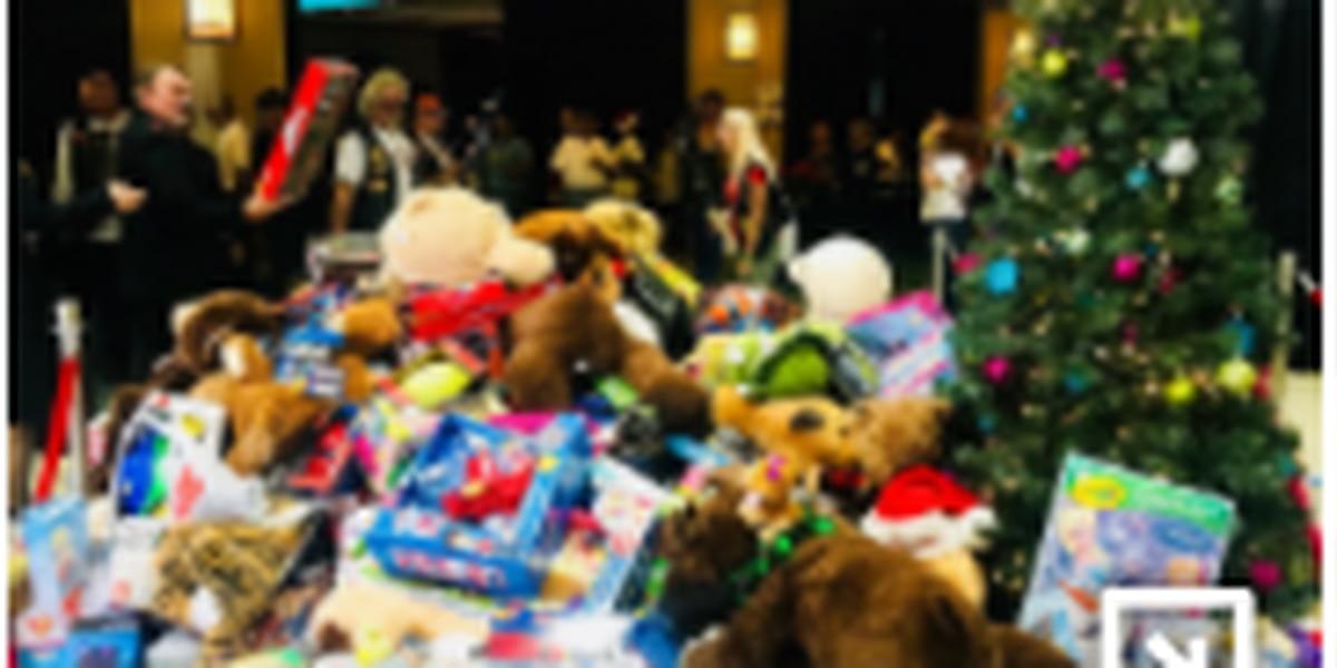 Comunidad local de motociclistas aporta juguetes para niños esta Navidad