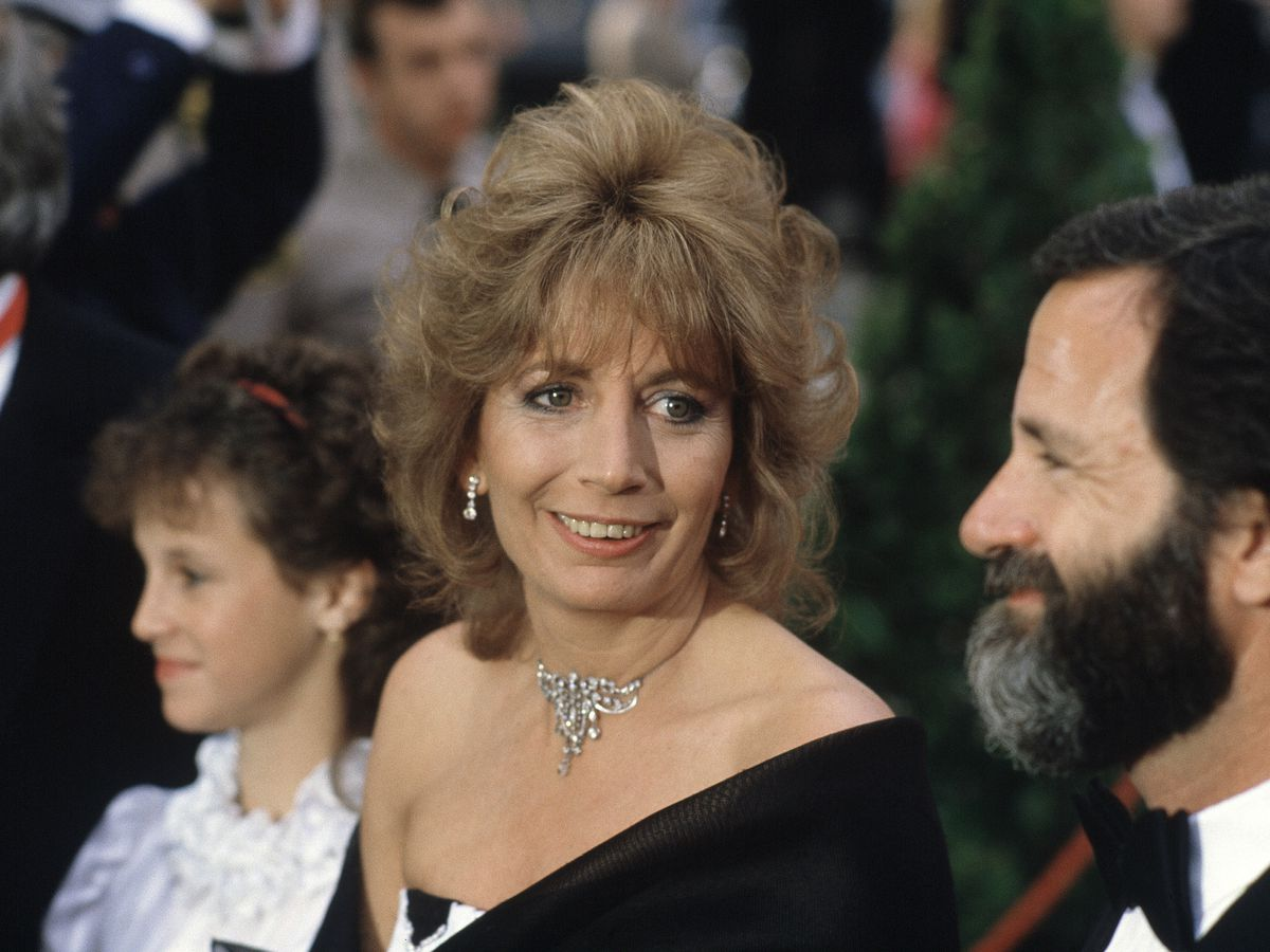 Ron Howard, Rob Reiner and more stars mourn Penny Marshall