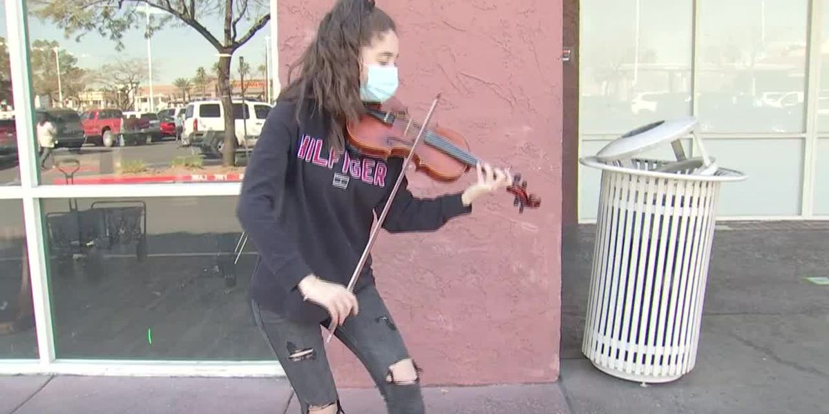 Young violinist plays music for strangers to raise money for college