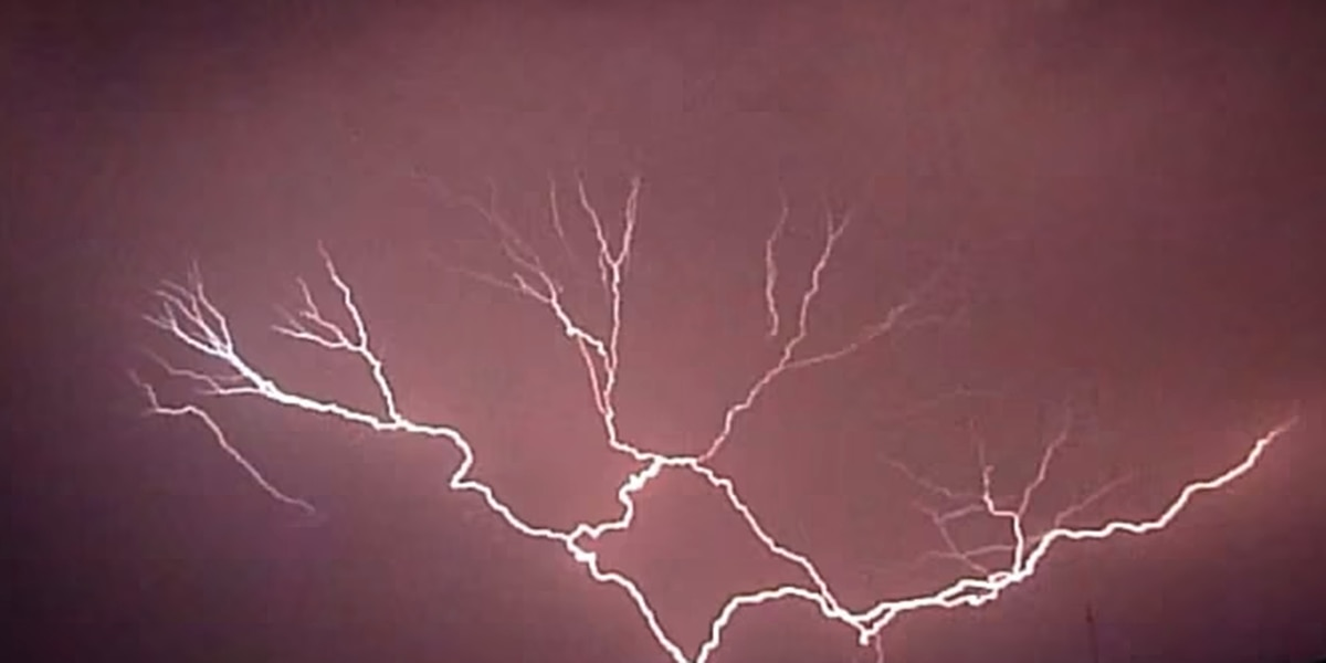 Awesome slow-motion video of lightning out of Africa