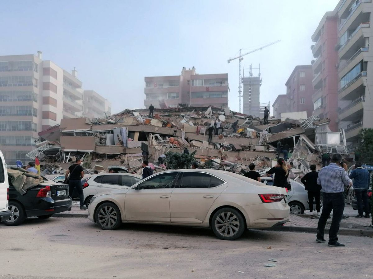 Quake strikes Turkish coast and Greek island, killing 14