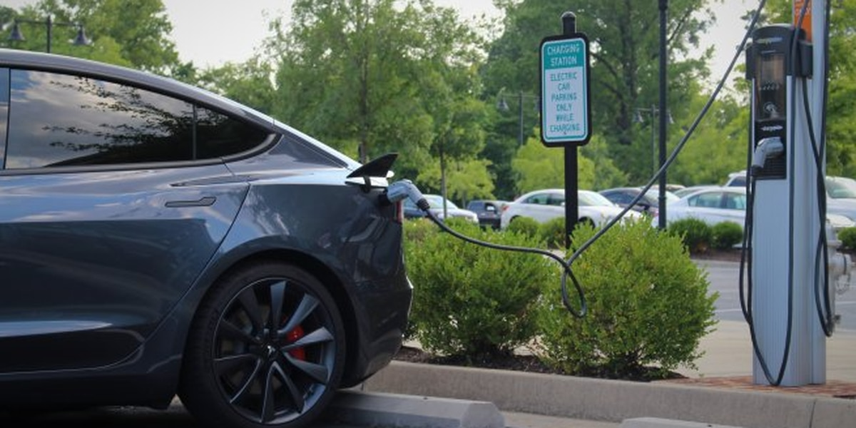 Arizona efforts to boost electric cars get so-so grades in new reports