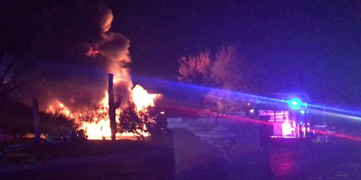 Crews battle house fire in Oro Valley on Friday night