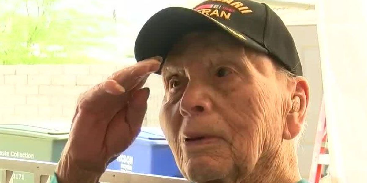 Tucsonan, WWII veteran, Knight receives his Bronze Star