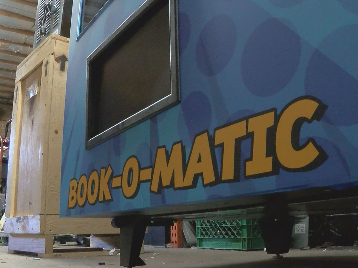 Tucson school's new book vending machine has a lot of heart