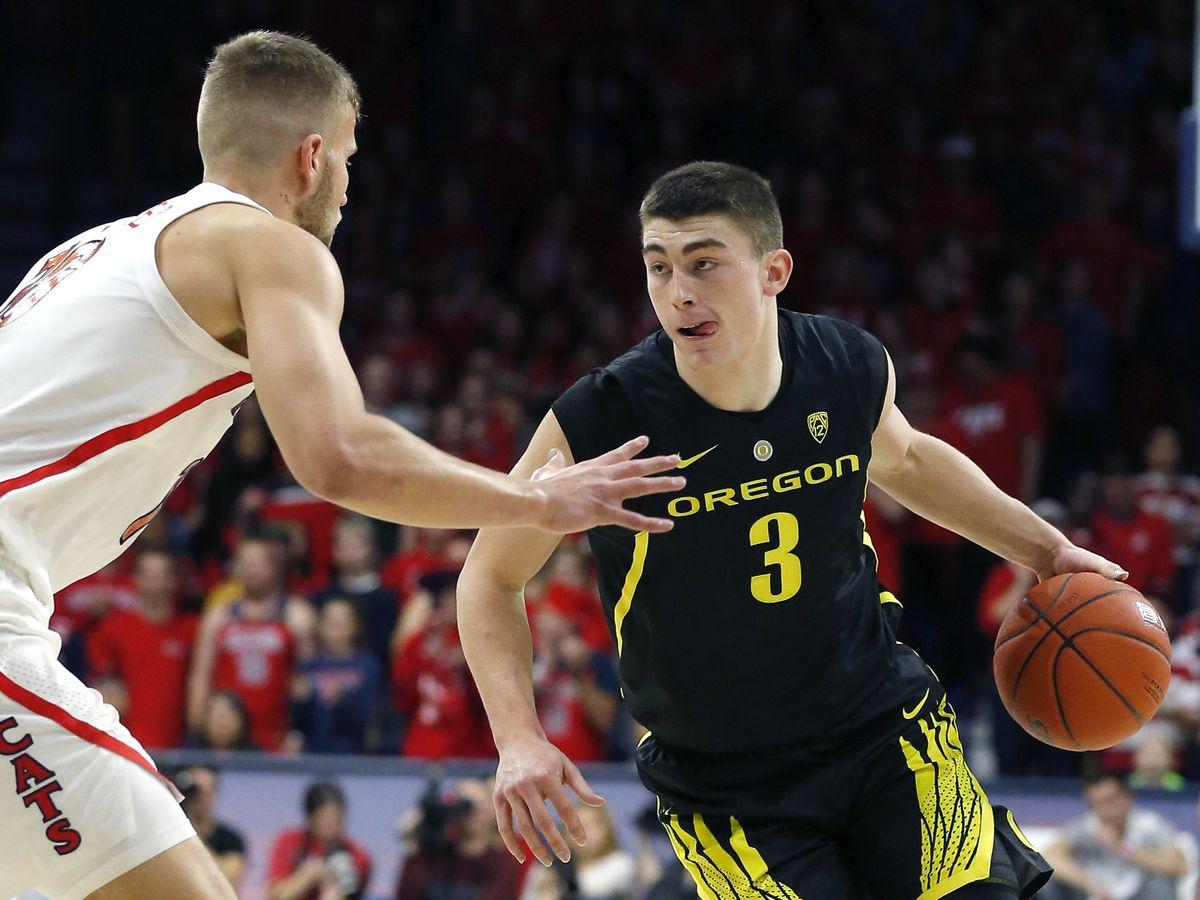 Oregon cranks up defense to beat Arizona 59-54