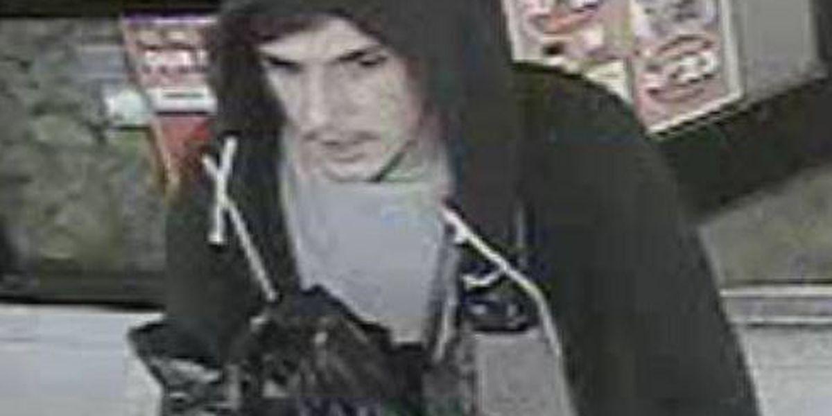 La policía busca a 2 sospechosos por robo en 'Circle K'