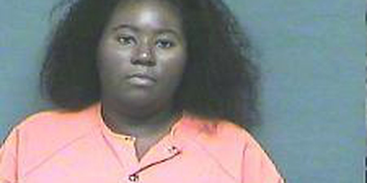Deputies: Mom charged with attempted murder after stabbing juvenile who was fighting her daughter